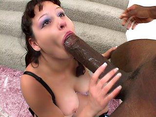 Téléchargement de Elle s'administre ce chibre de 35 cm au fond du cul !!