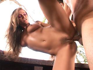 Video porno Rita n'aime que l'anal, le jardinier va nous le démontrer !