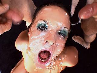 Video porno 15 types vont lui refaire la gueule !!