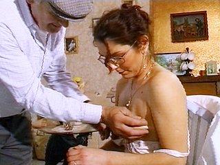 Téléchargement de Papi baise sa femme de ménage !