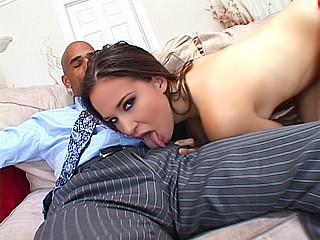 Sexe : Une teub colossale fait kiffer cette jeune étudiante !
