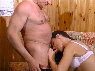 Papi baise la copine d'un pote !