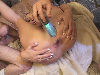 Film porno Audrey et sa copine se font trucider l'anus !