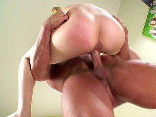Leah Luv : Jeune pucelle se fait plomber par Goliath 4