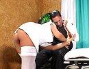 telecharger porno Chaude aide soignante se fait chatouiller la paroie rectale !